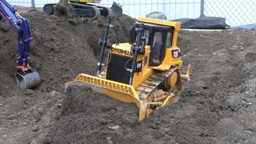 CONSTRUCTION ZONE – BIG RC DOZER – BIG TIPPER AND MORE AMAZING MODELS !