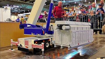 LARGEST XXXL 150KG INCREDIBLE RC SCALE 1:8 MODEL MOBILE CAR CRANE AT WORK AND IN MOTION