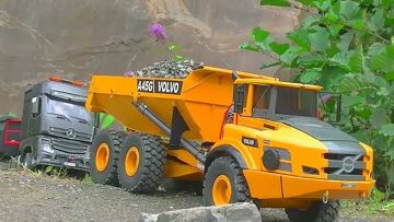 RC MACHINES IN THE MUD! BIG CONSTRUCKTION ZONE FOR COOL RC MACHINES! RC实时行动