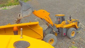 HEAVY RC CONSTRUCTION DAY! FANTASTIC KOMATSU WA600-6 AND VOLVO A45G IN ACTION! RC实时行动