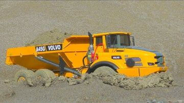 RC VOLVO IN THE MUD! HEAVY AND STRONG VOLVO A45G WORK IN THE SLUSH! FANTASTIC RC MACHINES WORK HEAVY