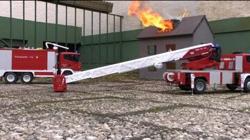 DACHSTUHL IM VOLLBRAND l  BURNING HOUSE l RC FIRE FIGHTERS l  SCALE MODEL!  RC LIVE ACTION TOYS!