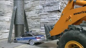 RC CONSTRUCTION SITE, RC POLICE CAR DESTROYED OF BIG BUD