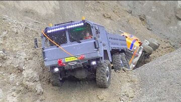 CROSS RC MC 6 IN AZIONE! TAMIYA TRUCK 6×6 DRIVE IN WATER AND MUD! COOL RC CARS IN ACTION