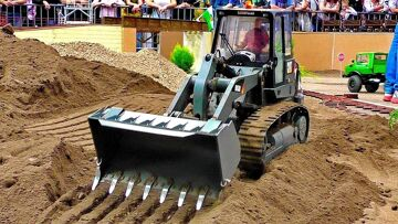HUGE RC SCALE 1:8 MODEL DOZER CATERPILLAR CAT-963D AT HARD WORK ON THE CONSTRUCTION SITE