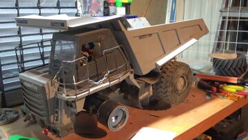 RC KOMATSU HD 405 4×4! RE-BUILD RC OF ALL WHEEL DRIVE! SEE THE DUMP TRUCK AT THE BIGGGEST RC ZONE