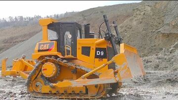 RC VEHICLES WORK AT THE HUGE CONSTRUCTION SITE! BIG D9 DOZER! STRONG KOMATSU LOADER! HD 405 STUCK