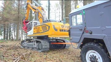 RC SPECIAL TRANSPORTATION! STRONG LIEBHERR R970 PULLS EVERYONE! RC IN THE WOODS! DEFECT MAZ 537