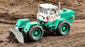 RC RUSSIAN TRACTOR CHARKOW T-150K SCALE 1:16 MODELL BEI DER ARBEIT