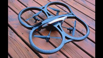 RC AVONTUREN – Flying RC DRONE – Parrot AR 2.0 – An iPAD Controlled Wi-Fi Camera Quad Copter