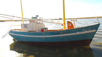 RC ADVENTURES – My First RC Fishing Boat – Bristol Trawler, Maiden Voyage