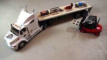 RC AVONTUREN – Graveyard Shift – Loading & Transport with 1/14th Scale Forklift