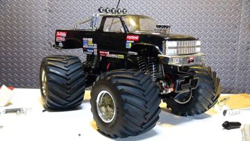RC ADVENTURES – Vintage Kyosho USA 1, Electric 1/10th Scale Monster Truck 4×4 Repair