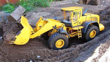 RC ADVENTURES – 1/14 Scale Earth Mover 870K Hydraulic Wheel Loader – Backyard Fun