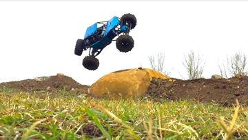 RC ADVENTURES – Brushless Axial Bomber on my U4 RC Truck Course