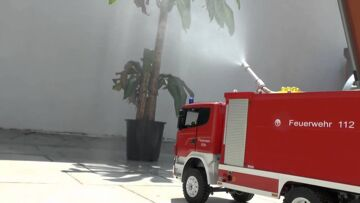 THE FIRE TRUCK l  WATER PROTECTION l RC WATER CANNON l
