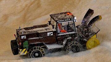 RC SNOW MILLING MACHINE INTRAC 2011 R AT WORK / Faszination Modellbau 2016