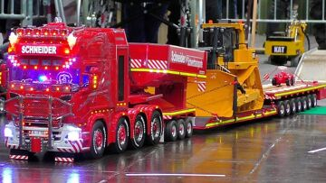 AMAZING DETAIL RC MODEL TRUCK IN MOTION HEAVY LOAD TRANSPORT