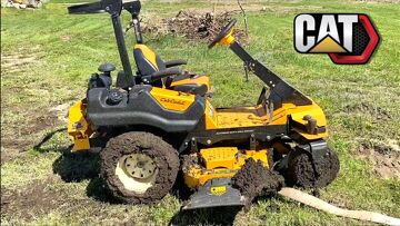 """MAN PULLS CUB CADET Z-Mower out of DEEP MUD – Uses FULL SIZE """"RC TOY"""" CAT SKiD STEER   RC 冒险"""