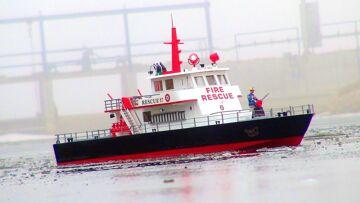 RC ADVENTURES – iCE BREAKER – Fire & Rescue Boat Maiden Voyage – Aquacraft RESCUE 17