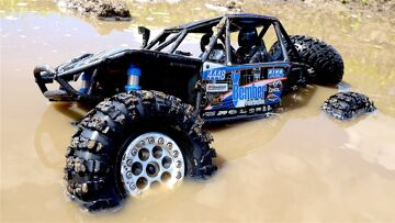 RC ADVENTURES – Swimming in Chocolate Milk MUD – 1/10th Scale Electric 4×4 – Axial BOMBER