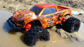 """RC ADVENTURES – MAX AiR & MUD SOUP! 8S TRAXXAS XMaxx """"HELL CAT"""" JUMP ACTiON"""