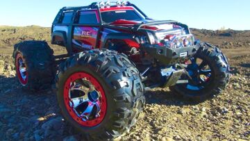 RC ADVENTURES – TRAXXAS SUMMiT RUNNiNG ViDEO – 4×4 RC Truck with New Body Graphics!