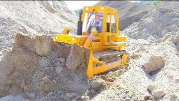 WORLDS LARGEST RC CONSTRUCTION SITE! UNIQUE RC VEHICLES WORK REAL! RC DOZER 741! AROCS 6X6 STUCK