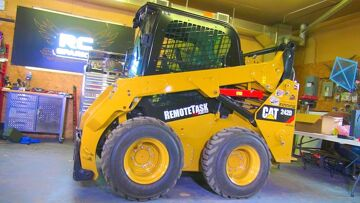 RC AVENTURI – FiXiNG the LARGEST RC I Own! 8000lb ROBOTiC SKiD STEER – CAT 242D & TORC Robotics