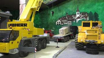 AWESOME CONSTRUCTION SITE, RC LTM 1055 at the first worksite! Amazing rc mobile crane!