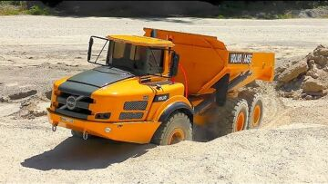 RC Outdoor Construction! Cool Liebherr R970 and Self Made Volvo A45 in Action!