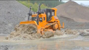 LIEBHERR 741 RC AT WORK! CATERPILLAR D9 IN ACTION! GRAND HAULER RESCUE ACTION! COOL RC VEHICLES