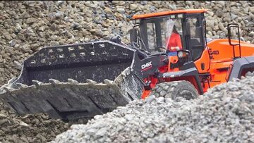 WORLD OF RC! HEAVY RC CONSTUCTION SITE! HUGE EXLOSIO ON  THE TRAILER! STRONG HIDROMENK WHEEL LOADER