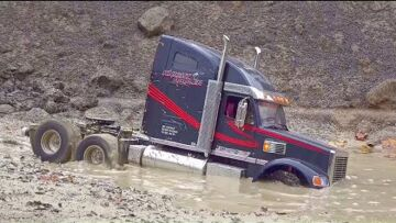 TRUCK RESCUE! VOLVO A45G IN ACTION! RC TRUCK STUCK IN MUD! WORLD OF RC