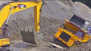 RC TRUCK RESCUE FROM DEEP MUD! DUMP TRUCK STUCK IN MUD! HEAVY RC TRUCK RESCUE ACTION