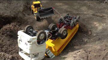 RC TIPPER CRASH, RC CRASH AT THE CONSTRUCTION