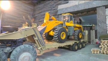 KOMATSU WA 600 6 NEW TIRES! RC TIRES FROM PISTOR MODEL TIRES! NEW 120t TRAILER