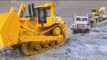 卡车救援极端! 卡特彼勒 D10 救援行动! 泥浆中的 RC 卡车