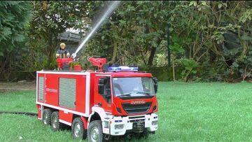 DESAUTEL SLF FIRE TRUCK! LE PLUS GRAND CAMION DE POMPIERS RC POUR UN VRAI FEU! RC FIRE ENGINE IN ACTION