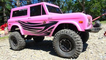 """RC ADVENTURES – """"CANDY""""! JEM Unveils Her Axial SCX10 II 4×4 PiNK FORD BRONCO"""